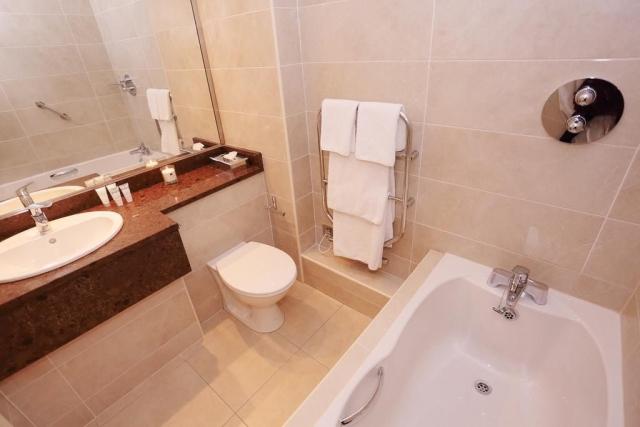 Ardilaun hotel bathroom