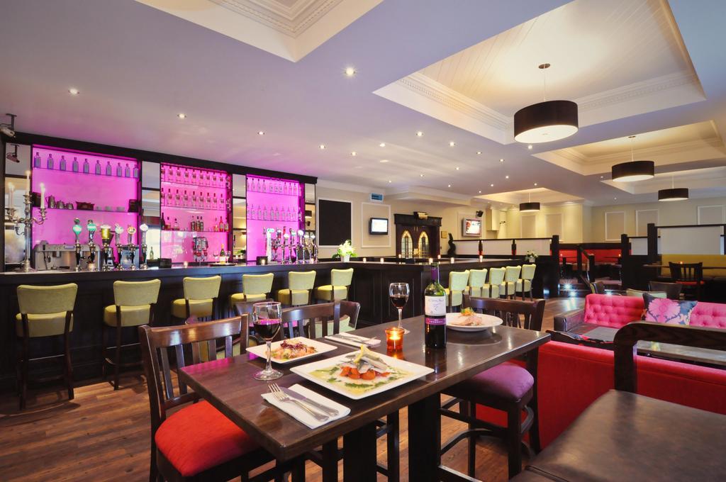 Menlo Park Hotel dining