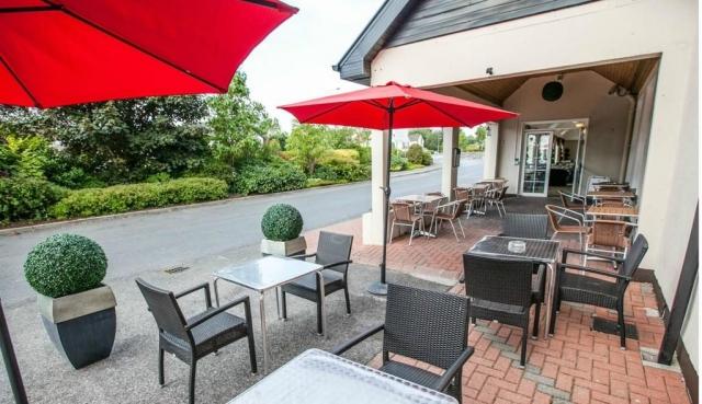 Menlo Park Hotel outdoor dining