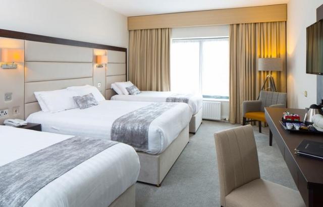 Menlo Park Hotel triple room