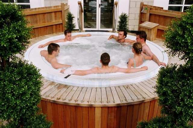 The Clybaun Hotel hot tub