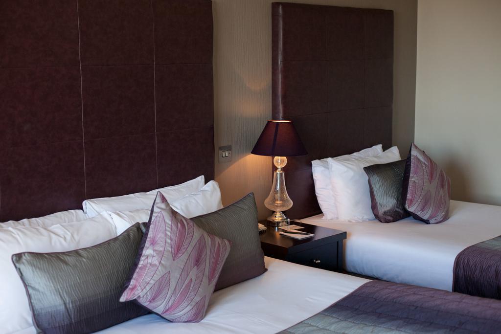 The Clybaun Hotel bedroom 1