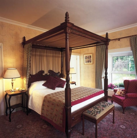Ross Lake House Hotel four poster