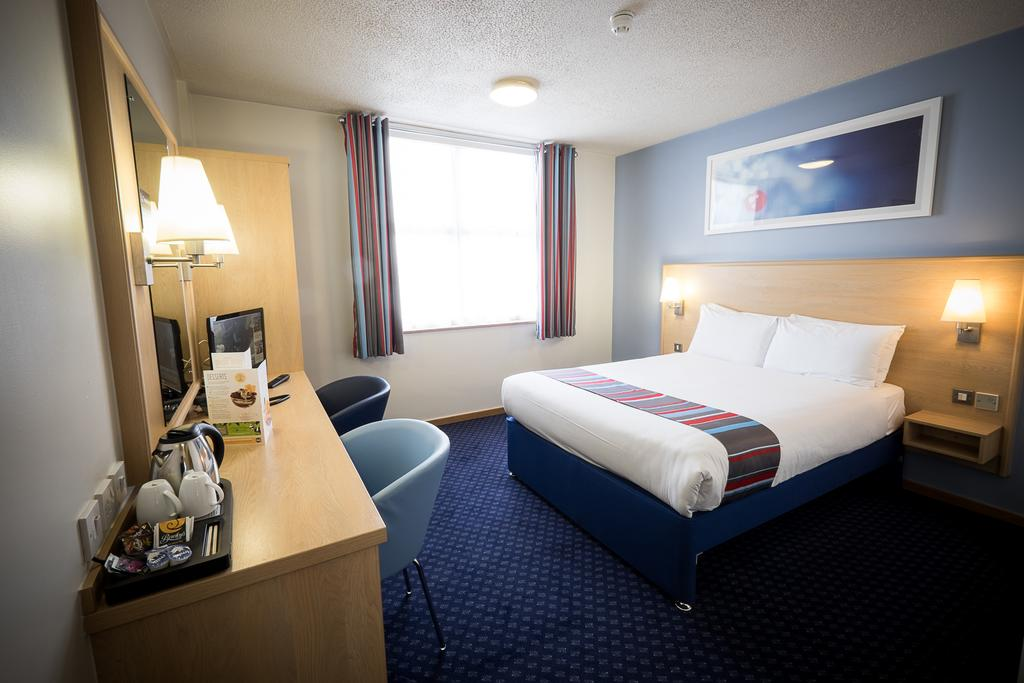 travelodge hotel galway double bedroom