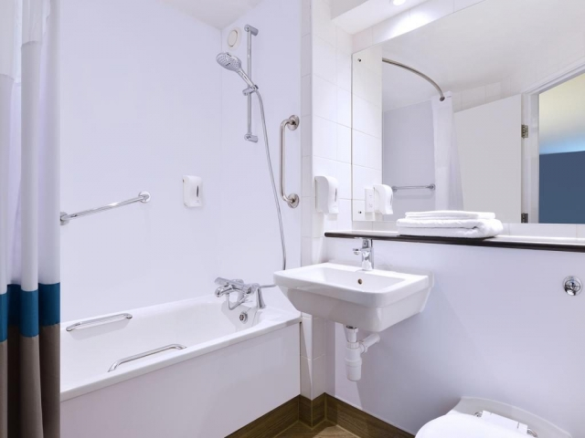 travelodge hotel galway bathroom