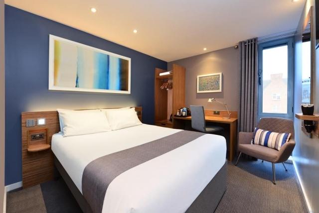 travelodge hotel galway bedroom 3