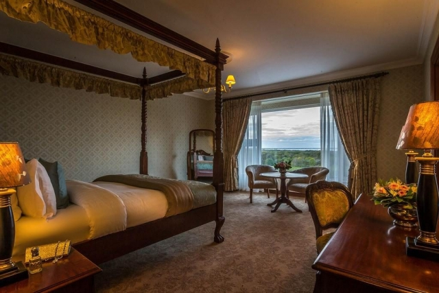 glenlo abbey hotel four poster bedroom