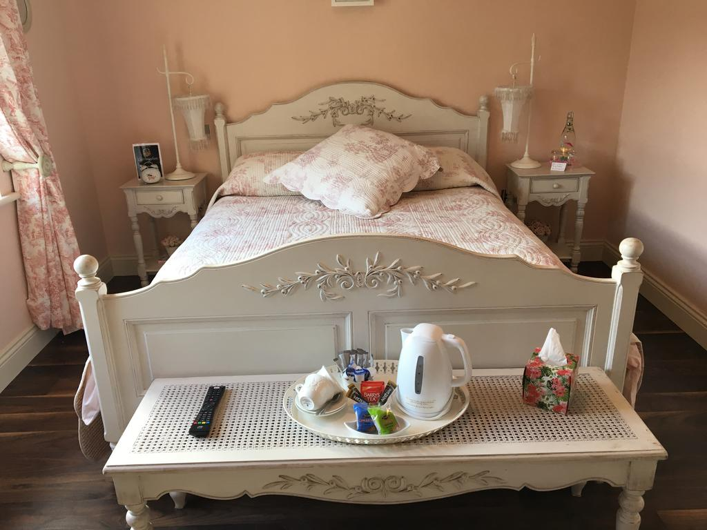 Carraigdun B&B Claregalway tea coffee in bedroom