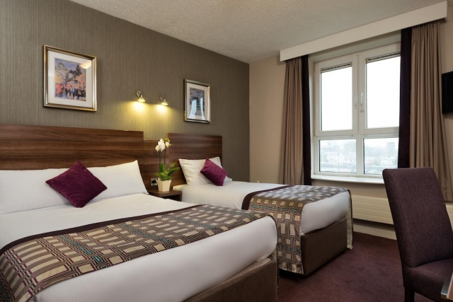 hotels in Galway Bay Ireland - Jurys Inn bedroom