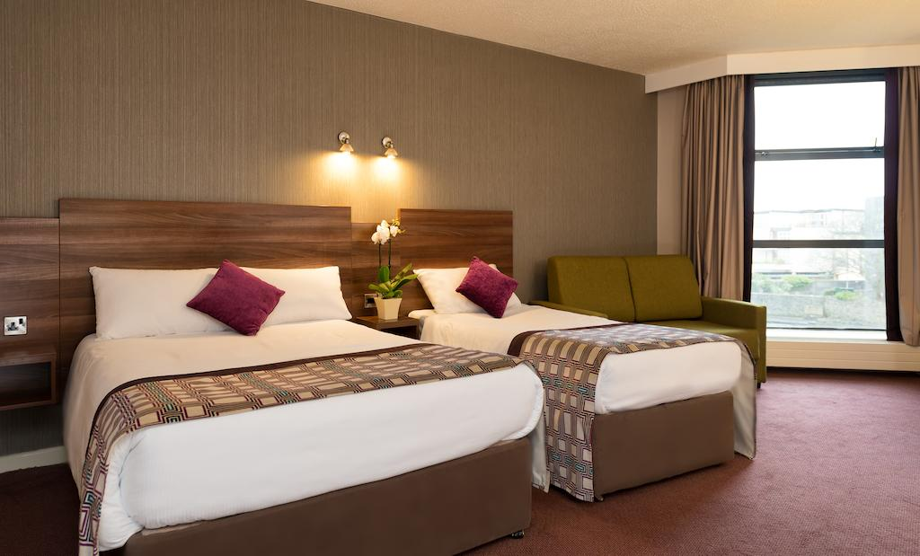 Jurys Inn Galway bedroom 2