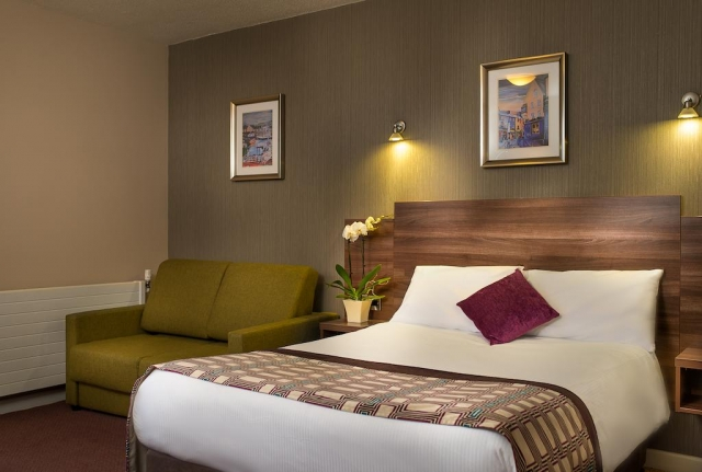 Jurys Inn Galway bedroom 3