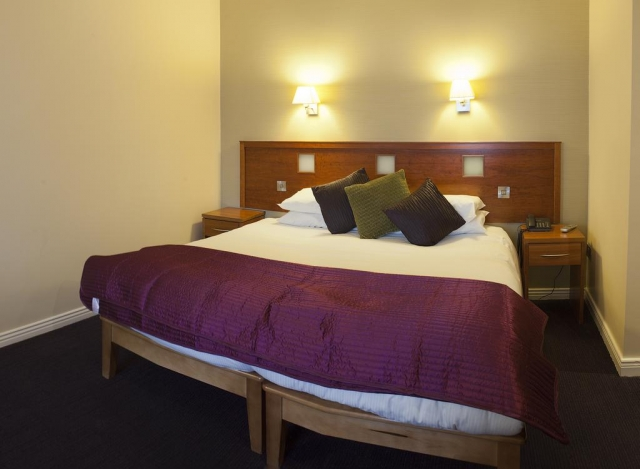 Imperial Hotel Galway double bedroom