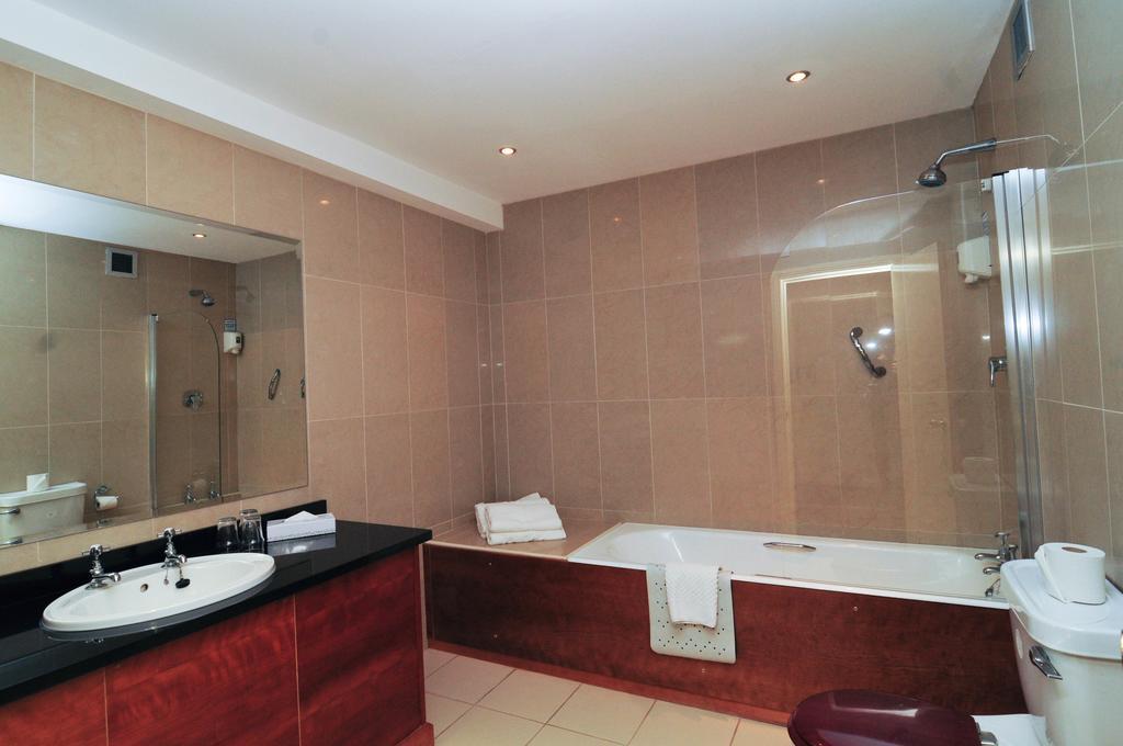 Imperial Hotel galway bathroom